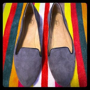 🌸 NWOT Gray Suede Flats Size 8